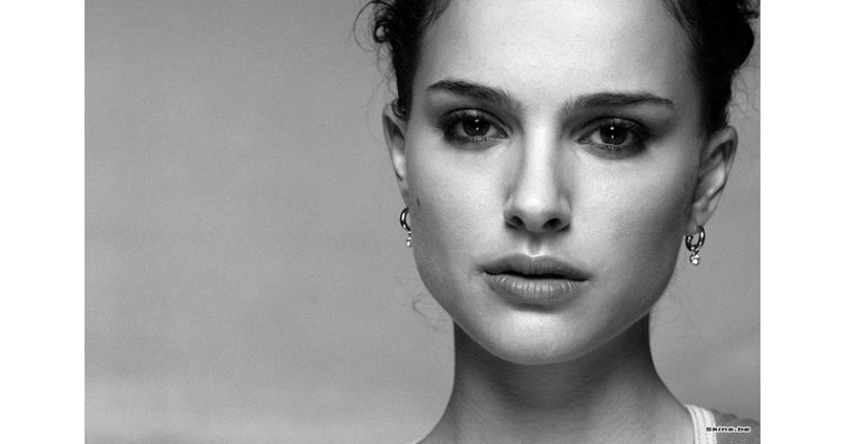 Rozhodnutie Natalie Portmanovej neprevziať prestížnu cenu Genezis vyvolalo sériu reakcií