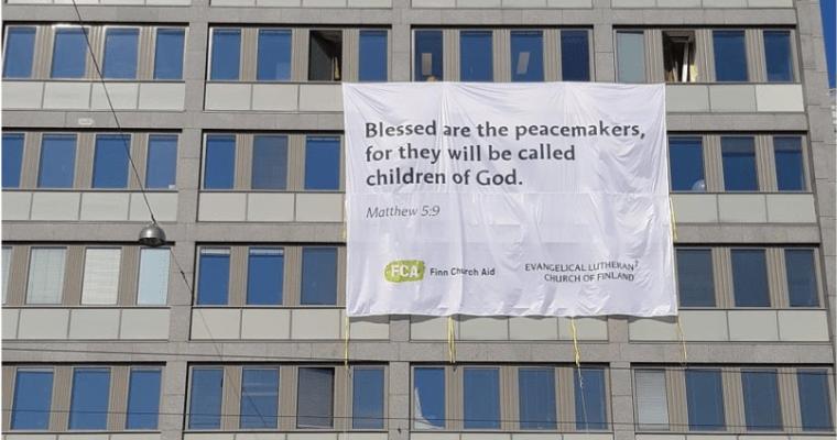 Evanjelická luteránska cirkev Fínska aFínska cirkevná pomoc poslali Trumpovi aPutinovi vizuálne posolstvo