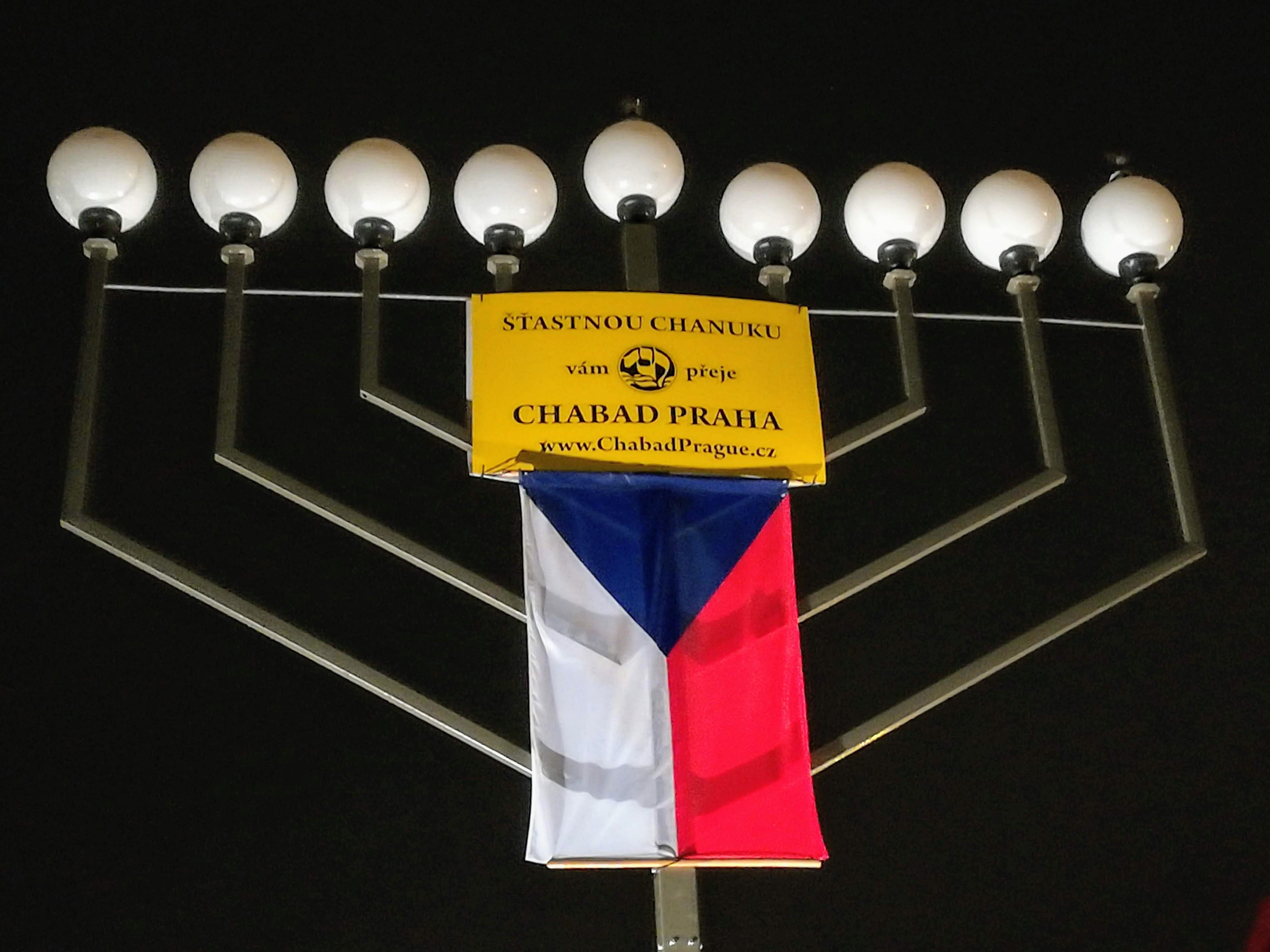 Židé vPraze oslavili Chanuku
