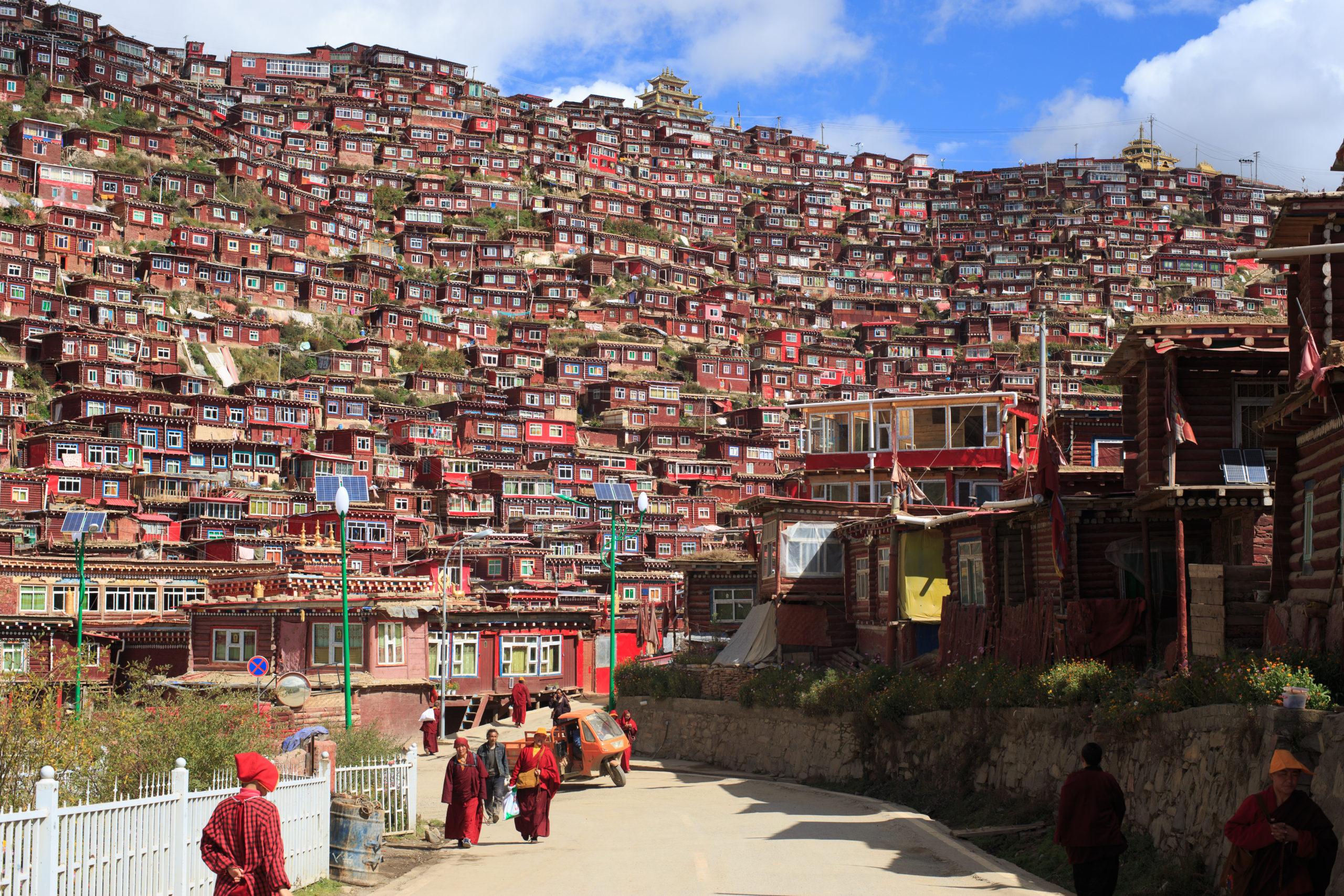 Larung Gar: demolice buddhistického kláštera pod záminkou hospodářského růstu