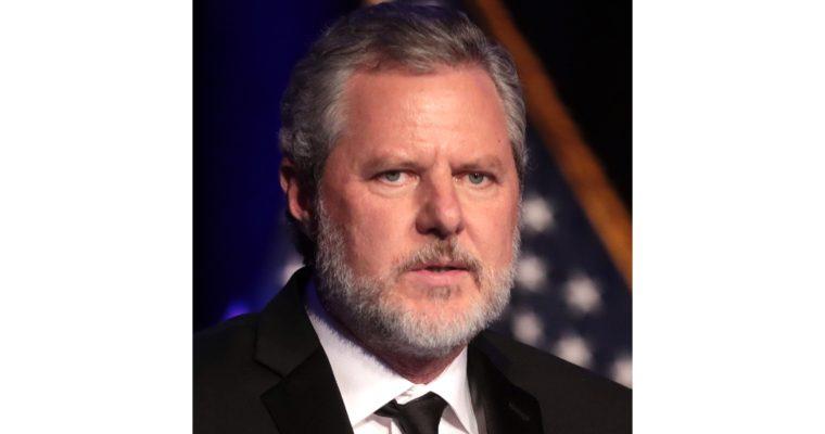 Jerry Falwell jr. rezignoval kvůli skandálům