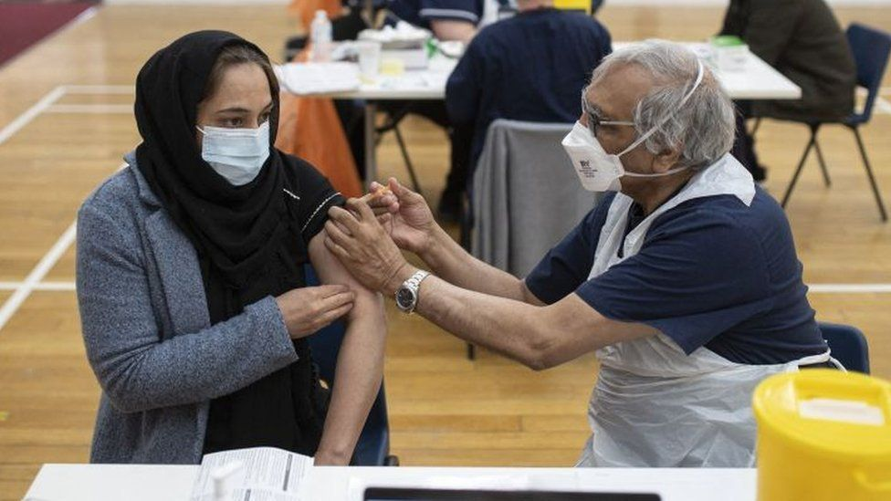 Ramadán včasech covidu: očkování není porušením půstu