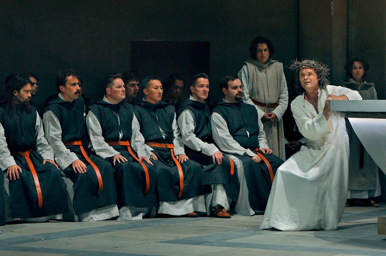 """Poslední """"Parsifal"""" Richarda Wagnera: náboženské drama vnáboženské inscenaci"""