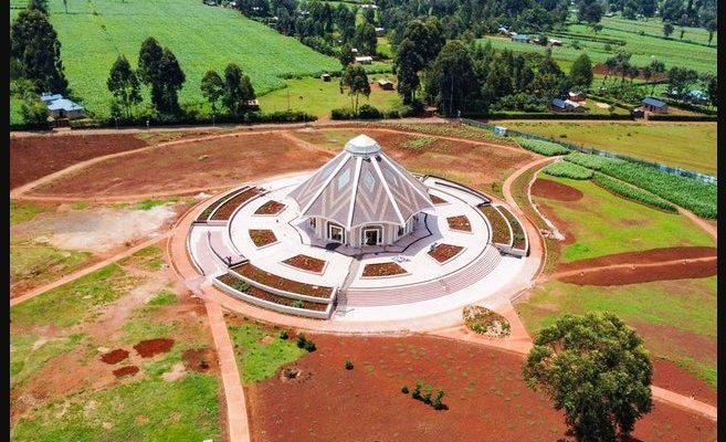 První místní chrám víry Bahá'í na černém kontinentě otevřel své brány věřícím