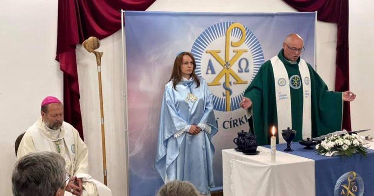 Také Církev essénsko-křesťanská obnovila bohoslužby