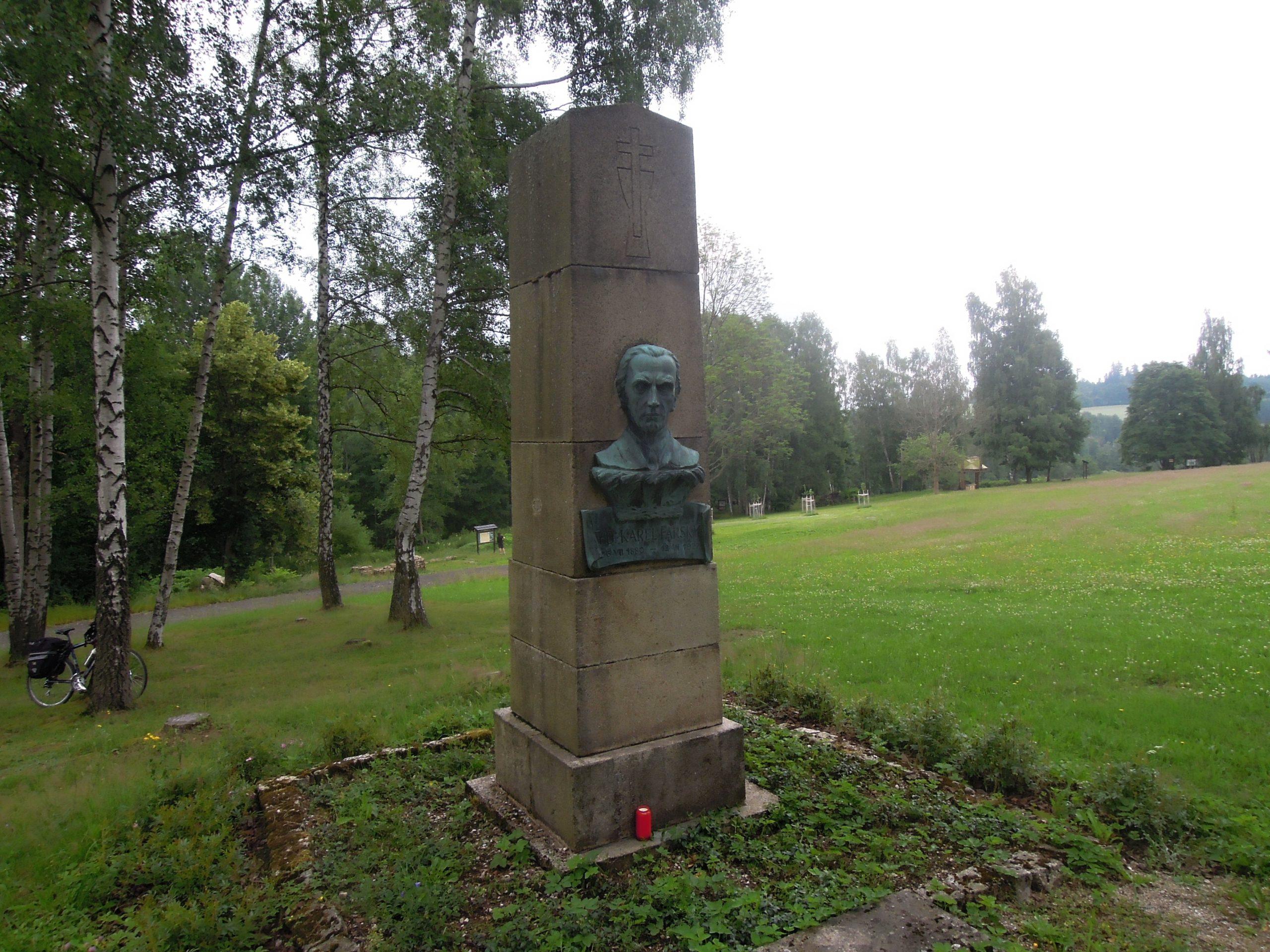 Náboženství na cestách: areál Karla Farského ve Škodějově