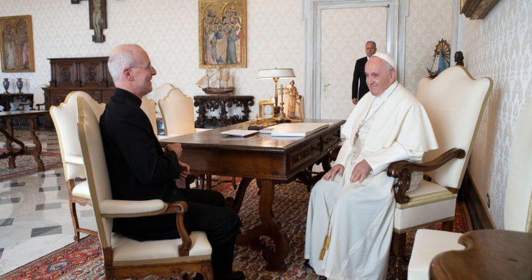 Pápež oceňuje kňaza slúžiaceho katolíkom zLGBTQ komunity